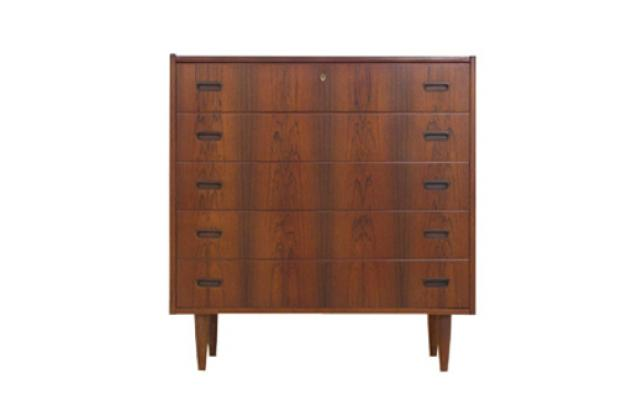 A VERY NICE LARGE ROSEWOOD CHEST OF DRAWERS